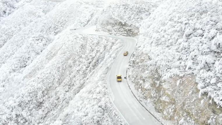 高山除冰保供電