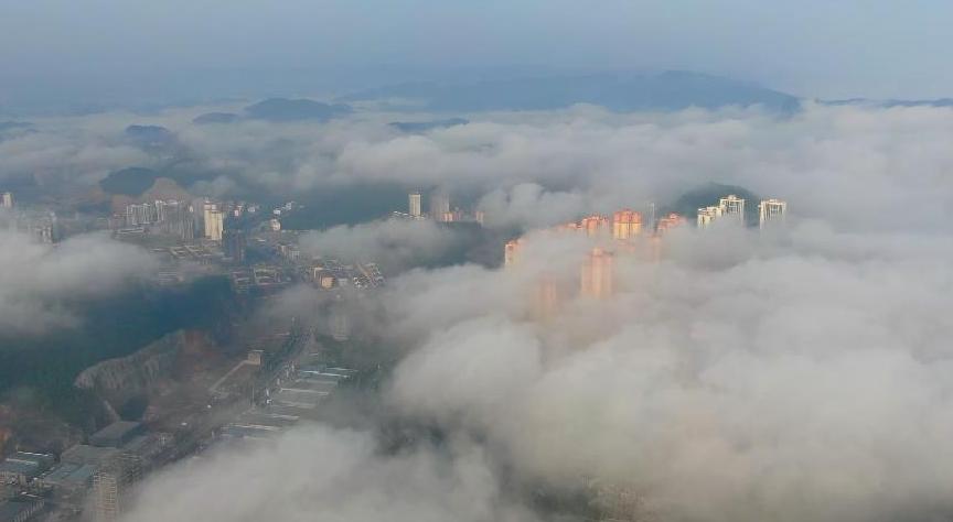 貴州銅仁萬山現平流霧景觀